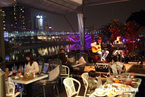碧潭,水舞,水灣景觀餐廳。(圖/記者簡佑庭攝)