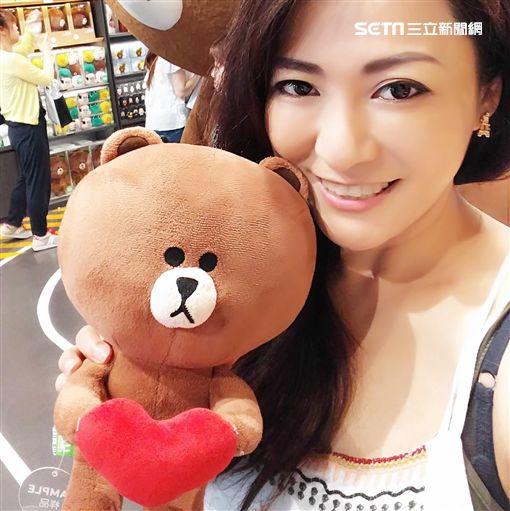 The FaceShop台灣區總經理陳子儀,雖年近半百但保養得宜,外表看起來與30歲的輕熟女無異,連警方偵訊時都讚嘆不已。(翻攝自陳子儀臉書)
