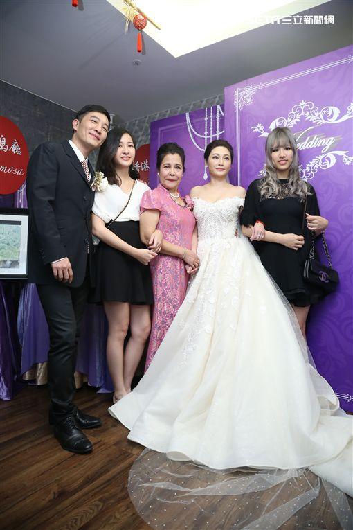 歌手于冠華再婚低調宴客,兩女兒出席祝福