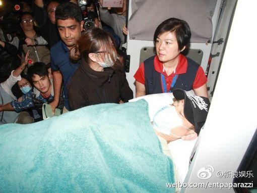 劉德華意外墜馬傷及骨盆 昨晚緊急返港赴醫院接受治療 圖/翻攝自新浪娛樂微博 http://www.weibo.com/1642591402/ErsUVobw6?refer_flag=1001030103_&type=comment#_rnd1484785003368