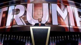 川普、Donald J. Trump/臉書