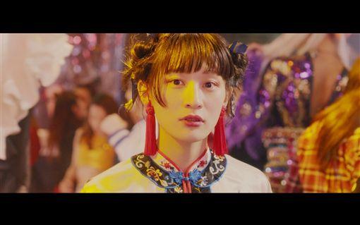 日本團體「星期三的康帕內拉」新MV搭「假人」風潮 圖/華納音樂提供