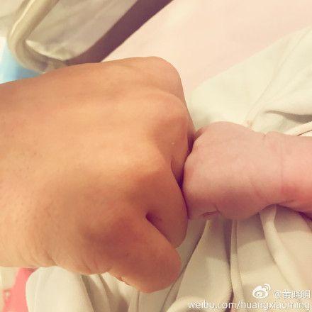 黃曉明曝育兒初體驗心得 直呼「離開小孩太久會瘋掉」。資料來源:微博