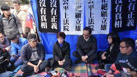 國民黨主席洪秀柱前往黨產會探視抗議靜坐黨工 圖/記者林敬旻攝