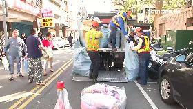 垃圾車塞爆1800