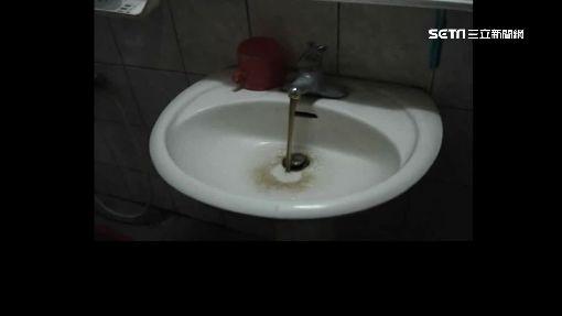 你喝的水乾淨嗎 直擊水管汙垢如墨汁