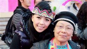 張惠妹與張媽媽 圖/翻攝自臉書