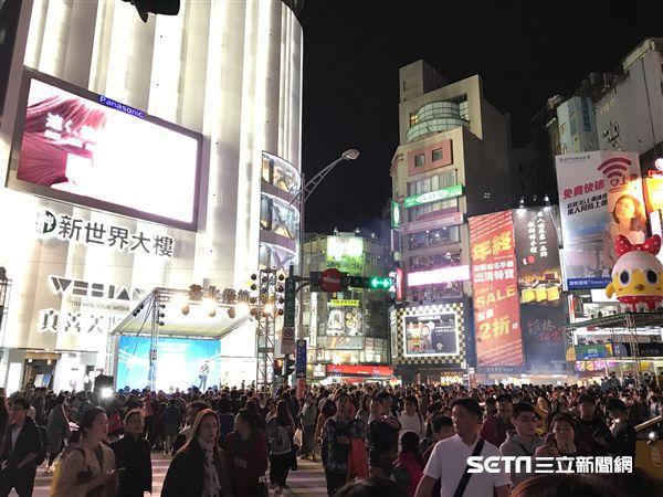 2017台北燈節,西門町,人潮。(圖/記者簡佑庭攝)