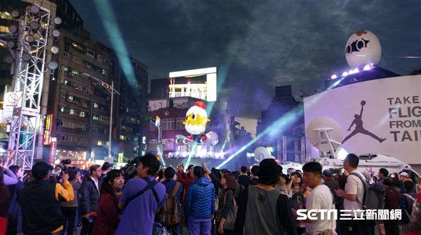 2017台北燈節,西門町,主燈,人潮。(圖/觀傳局提供)