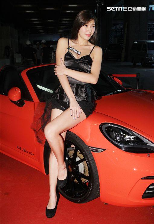 性感車模Effie。(記者邱榮吉/攝影)