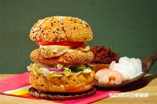Burger Lab.漢堡研究室推出X.O.醬爆海鮮堡。(圖/天成大飯店提供)