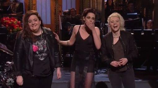 克莉絲汀史都華(Kristen Stewart)上SNL 圖/翻攝自NBC