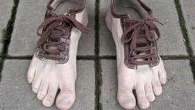 皮鞋,鞋子,人肉皮鞋(圖/翻攝自爆料公社)