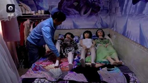 中國大陸,父子,矽膠娃娃(圖/翻攝自YouTube) ID-800727