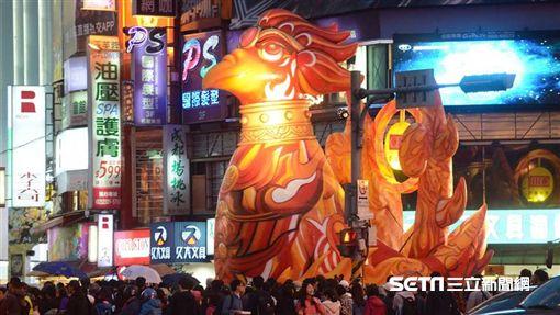 2017台北燈節花車日珥雞。(圖/觀傳局提供)