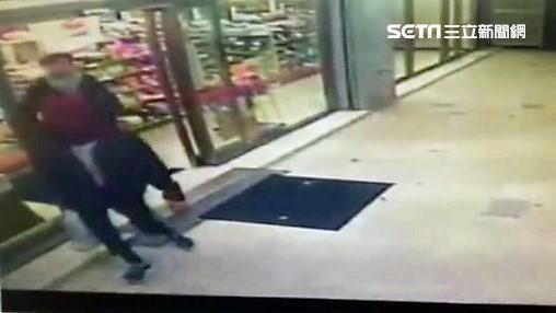 蘇姓高職生應徵超商店員7天後,偕同黃姓友人監守自盜,洗劫93萬元後離開,不到24小時便遭逮捕(翻攝畫面)