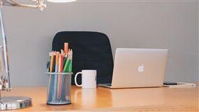 辦公桌,辦公室,職場,工作,上班族(圖/Pixabay)