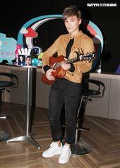 安安大明星會客室- 是元介Jay Shih駕到,未發表的新歌將在節目中首度唱給大家聽。(記者邱榮吉/攝影)