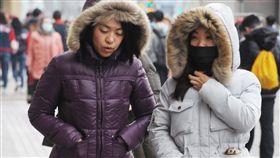寒流,低溫,保暖,寒冷.外套,禦寒 (圖/中央社)