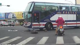 巴士撞路人1800