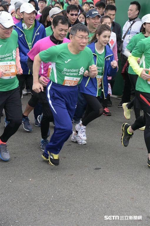 台北市長柯文哲12日上午出席渣打銀行馬拉松路跑活動 市政府提供