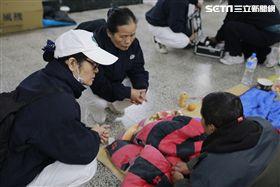 為寒冬中注入暖流 慈濟啟動全台寒士送暖衣熱食