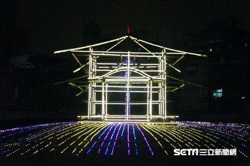 2017台北燈節西本願寺遺址展出的蛋黃區「我們的時光」。(圖/觀傳局提供)