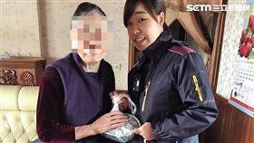 莊男酒駕被逮,央求警方讓他回家探視母親,警員雖未答應,卻代為返家探視莊母,並購買便當供其充飢(翻攝畫面)