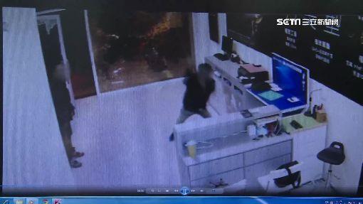 不滿妻與老闆打麻將 火爆男狠砸公司