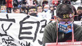 300名台鐵員工凱道前靜坐抗議 圖/記者林敬旻攝