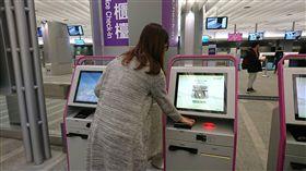 ▲桃園機場捷運週日起啟用市區預辦登機與行李託運服務。 (圖/機場捷運提供)
