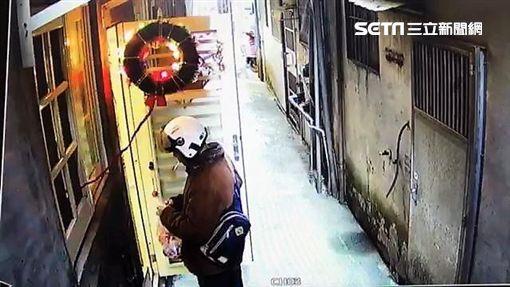 蝶戀花賞櫻團遊覽車司機康育勳出車前先到住家附近的檳榔攤買檳榔,沒想到這也成了他的最後身影(翻攝畫面)