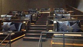 印度,電影院,消費者, ODDITY CENTRAL,叫床,雙人床,情侶,VIP包廂,觀眾,隔音 圖/Cinta Fitri臉書 https://goo.gl/ZvCCEN https://goo.gl/YqZbpV