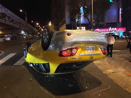 計程車 翻車