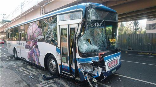 650、672公車追撞(圖/翻攝畫面)