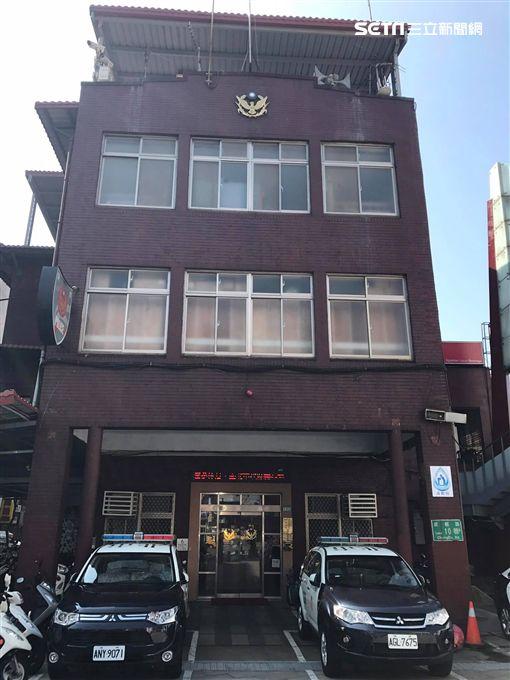 台北市萬華分局漢中所蕭姓警員查驗王男駕照後發現已過期,遂對他開出無照駕駛的錯誤罰單(楊忠翰攝)