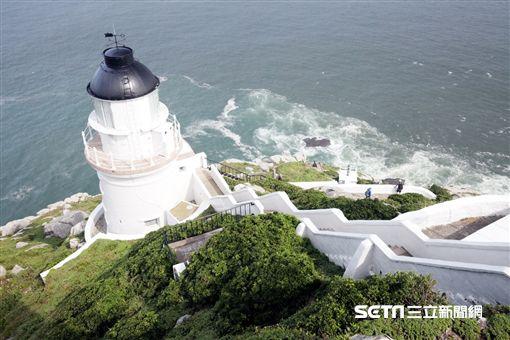 台灣燈塔風情,東引島燈塔。(圖/航港局提供)