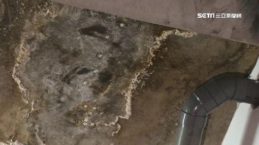 停車格天花板滴水 住戶車鏽蝕迫撐傘