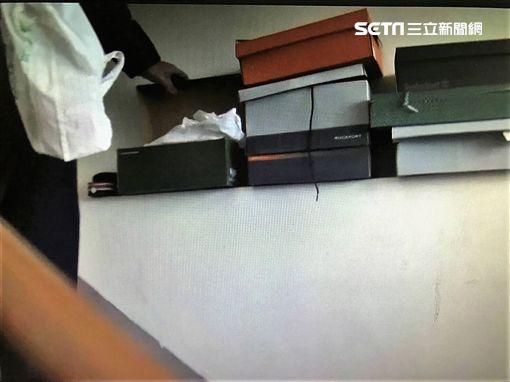趙男因抽K菸飄出異味引起鄰居不滿,警方才會登門查緝,並在鞋盒裡搜出兩大包K他命(翻攝畫面)