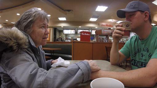 失智,母子,莫莉,Joey Daley,美國(YouTube https://www.youtube.com/watch?v=nt8C-P8Fc4g)