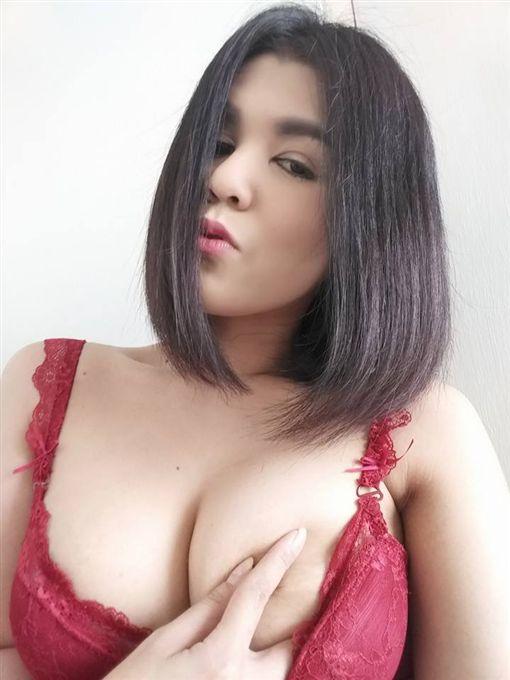 泰國,直播,普羅多姆,Mayple Pink Pink,Mayple Pink Pink,脫衣(honestzone http://www.honestzone.com/2017/02/model-lands-in-trouble-after-stripping.html)