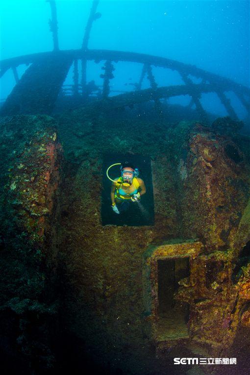 關島旅遊,德國莫蘭號沈船,潛水。(圖/關島觀光局提供)