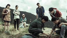 台灣鮮少有碰觸人性灰色地帶的戲劇出現,直到這次植劇場的《天黑請閉眼》,讓觀眾眼睛一亮。