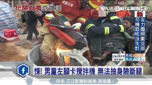 直擊陸3歲童遭車撞 捲車底拖行數公尺