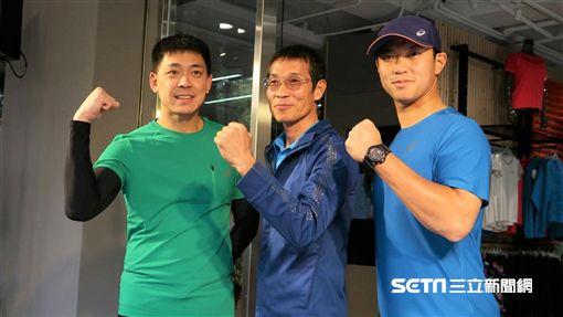 ▲世大運馬拉松教練許績勝(中)與籃球員羅興樑(左)、林琨笙。(圖/記者王怡翔攝)