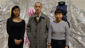 紅白塑膠袋做洋裝 登倫敦國際時尚展 圖/中央社