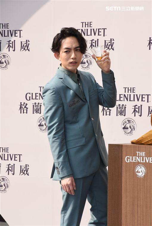 歌手林宥嘉盛裝出席酒品活動站台造勢