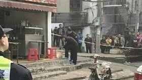 大陸武漢麵攤老闆被砍頭/翻攝自微博