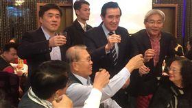 郝龍斌晚間出席在台北錦華樓舉行的憲兵後備軍人新春團拜,前總統馬英九也受邀出席。/郝龍斌辦公室提供
