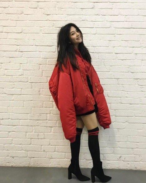 邱淑貞長女大秀美腿。(圖/取自沈月Instagram)